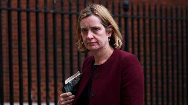 استقالة وزيرة الداخلية البريطانية لتضليلها البرلمان بشأن قضية تتعلق بالمهاجرين