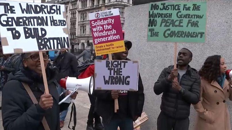 Regno Unito, il ministro dell'Interno si dimette per lo scandalo migranti