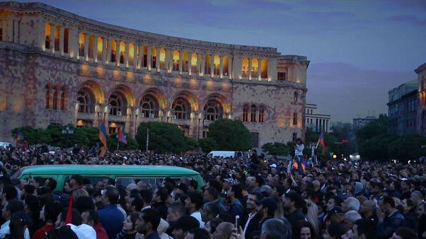 Armenia, Erevan di nuovo in piazza per il leader d'opposizione Pashinyan