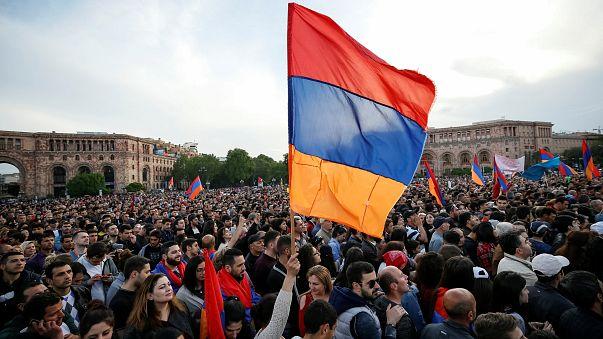 Oposição arménia continua na rua