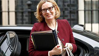 Theresa May aceita demissão da ministra do Interior