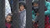 العشرات من طالبي اللجوء على الحدود الأمريكية يعودون أدراجهم إلى المكسيك