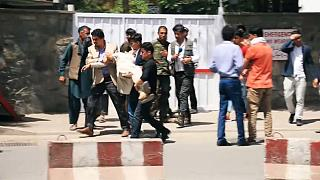 گزارش یورونیوز از واکنش آسیب دیدگان انفجارهای کابل به دو حمله انتحاری