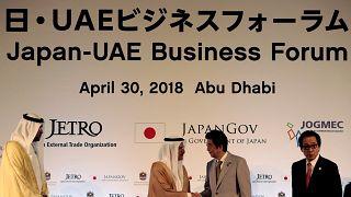 شينزو آبي في الإمارات العربية لتعزيز العلاقات بين البلدين
