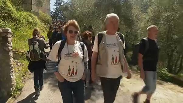 Menet indult a menekültekért