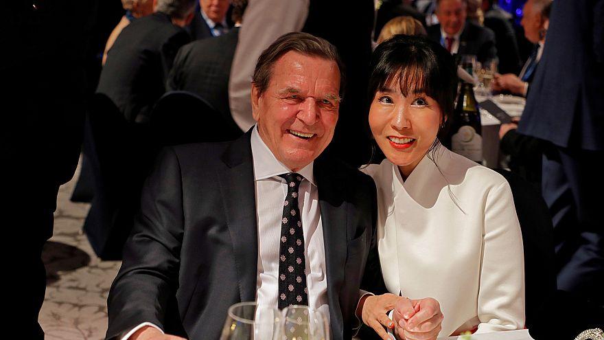 """Gerhard Schröder wegen """"Affäre"""" mit südkoreanischer Verlobten verklagt"""