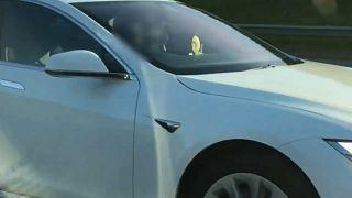 سيارة كهربائية ذاتية القيادة