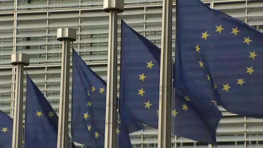 fundos de coesão - imagens das bandeiras da União Europeia