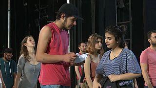 Mülteci gençler Yunanistan Ulusal Tiyatrosu'nda sahne alıyor