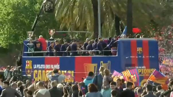 Il Barcellona festeggia la 25esima Liga tra fan adoranti