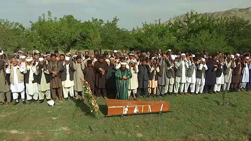 Eltemették a kabuli merényletek áldozatait