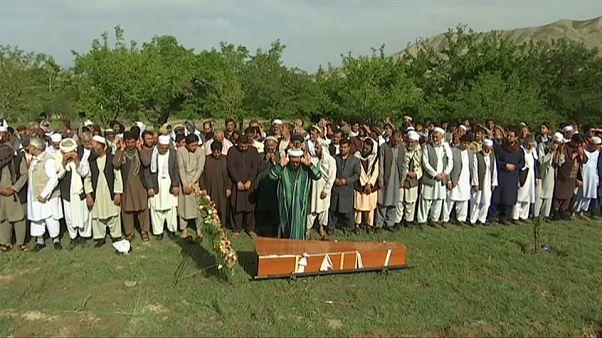 Afganistan'daki saldırıda ölen gazeteciler son yolculuğuna uğurlandı
