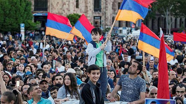 Αρμενία: Διαδηλώσεις πριν την κρίσιμη ψηφοφορία στο Κοινοβούλιο