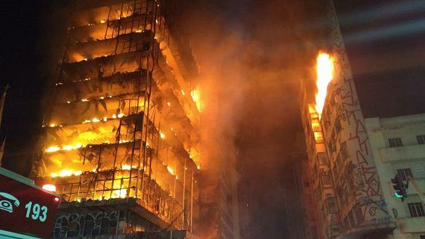 Fire in tower block in Sao Paulo
