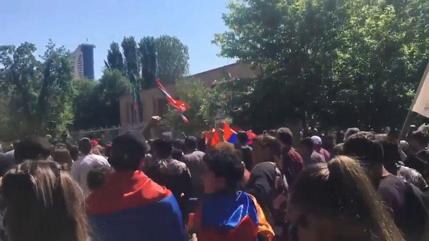 """Armenia: parte da Erevan la """"disobbedienza civile"""""""