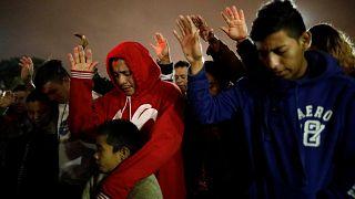 Στα σύνορα με τις ΗΠΑ το καραβάνι μεταναστών