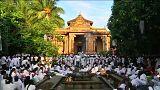 سريلانكا: احتفالات بيوم ميلاد ولادة بوذا وتنويره وموته