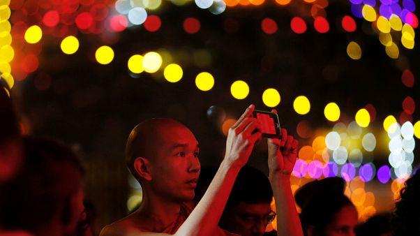 Σρι Λάνκα: Δεκάδες χιλιάδες βουδιστές γιόρτασαν την Πανσέληνο Βεσάκ