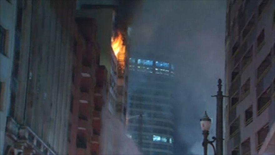 В Сан-Паулу из-за пожара обрушилась высотка