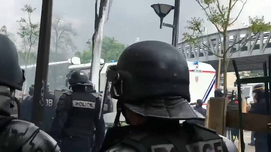 May Day marches turn ugly in Paris as anarchists crash party
