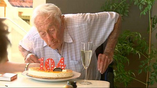 Un Australien de 104 ans ira se donner la mort en Suisse