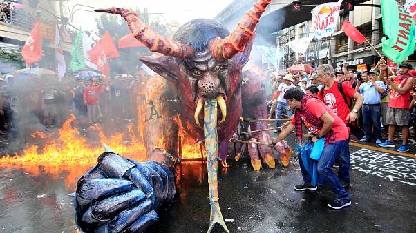 Pour le 1er mai, les Philippins brûlent leur président