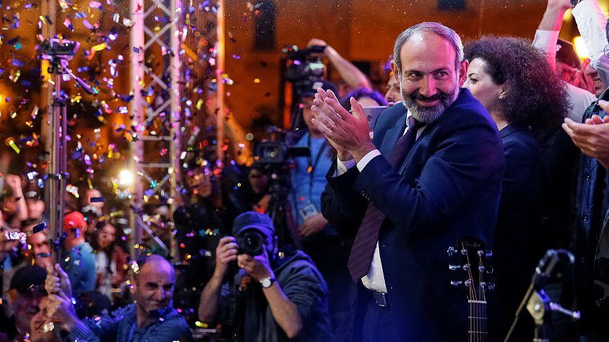 Líder da oposição da Arménia perde eleição no parlamento e regressa à contestação nas ruas