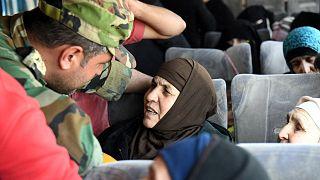 حافلات تقل السكان ضمن إطار اتفاق اليرموك
