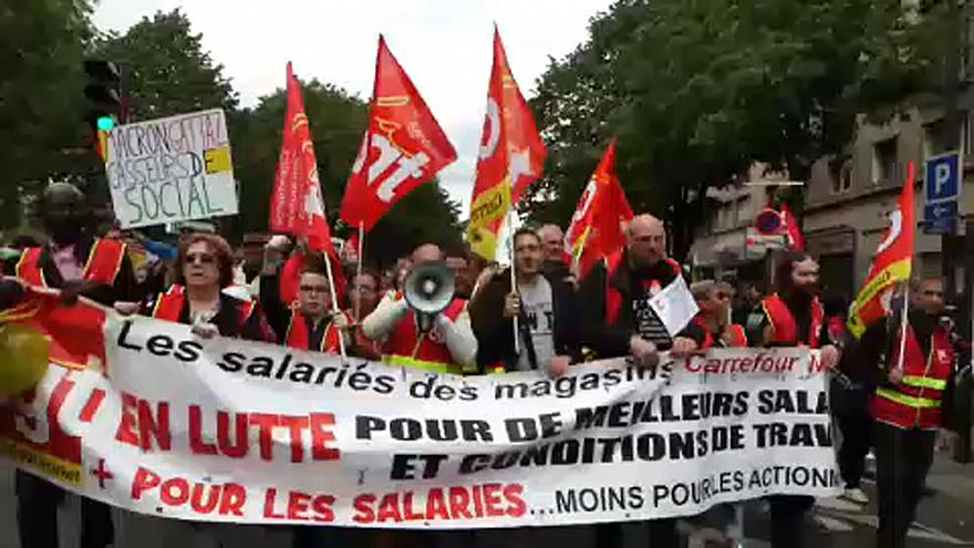 Békésen indult a munkavállalói tüntetés Párizsban