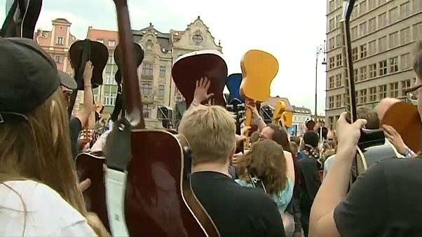 Recorde Guinness na Polónia ao som de Jimi Hendrix