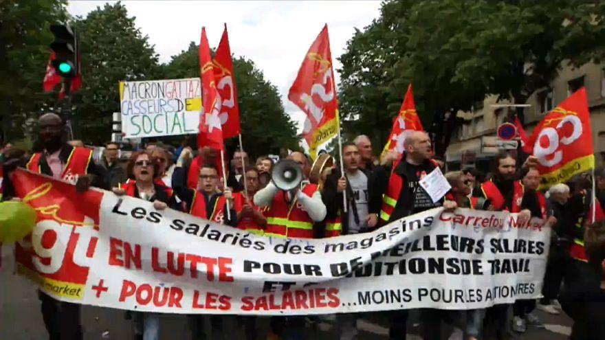 Macron'un politikaları Paris'te protesto edildi