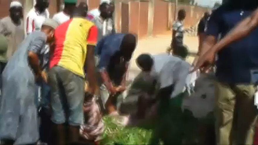 Mecsetben és piacon robbantottak