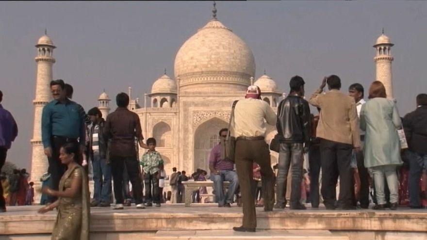 Taj Mahal losing its lustre