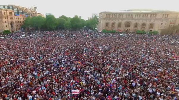 Ermenistan'da Paşinyan için toplu grevler başlıyor