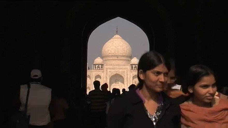 Beszürkült a Taj Mahal