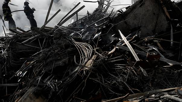 Bombeiros de São Paulo vão aguardar 48 horas para mexer na estrutura do prédio que desabou