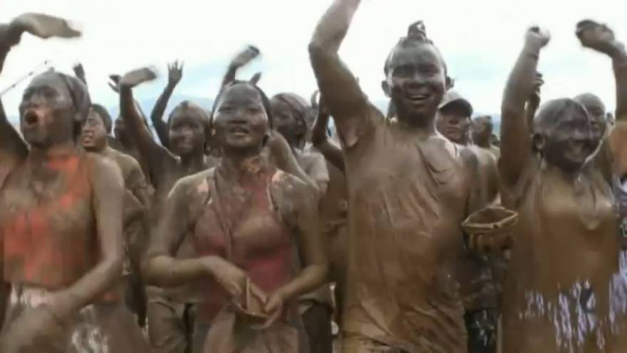 Фестиваль грязи Монихэй в Китае