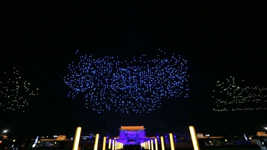 Des essaims de drones illuminent une ville chinoise