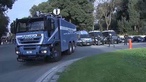 Reforço de segurança em Roma - Carros da policia