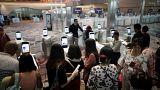 أفضل مطار في العالم يلجأ لوسيلة مثيرة للجدل للتعرف على المسافرين المتأخرين