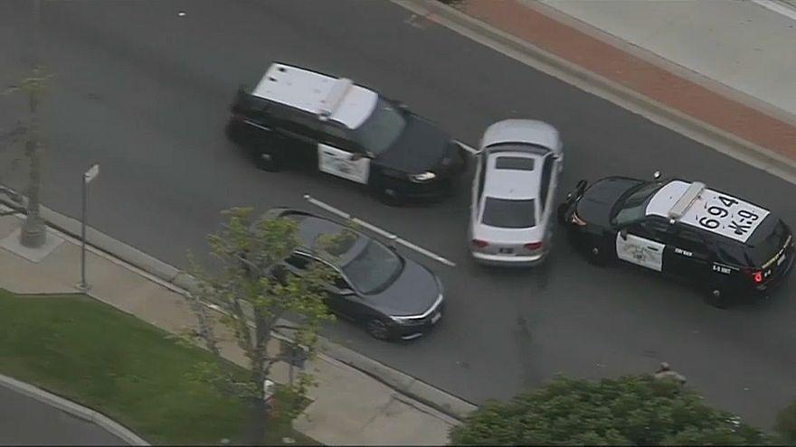 سائق سيارة ينجح بالفرار من كمين نصبته سيارات الشرطة