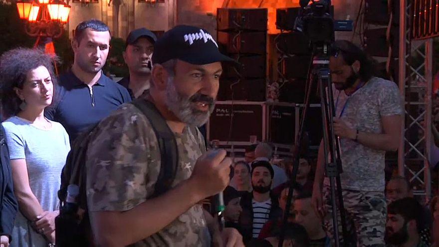 Pashinián doblega al poder para ser el primer ministro armenio