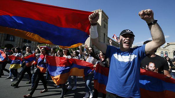 Armenia, tra i manifestanti in piazza