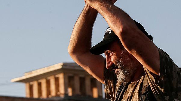 Ermenistan'da muhalif lider protestolara bir gün ara istedi
