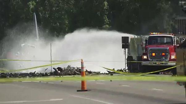Katonai repülő zuhant az autópályára