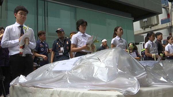 شاهد: طلاب تايلانديون يودعون جثثا استخدموها في دراساتهم التشريحية