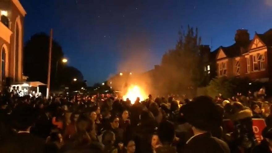 На еврейском празднике в Лондоне взорвался костёр