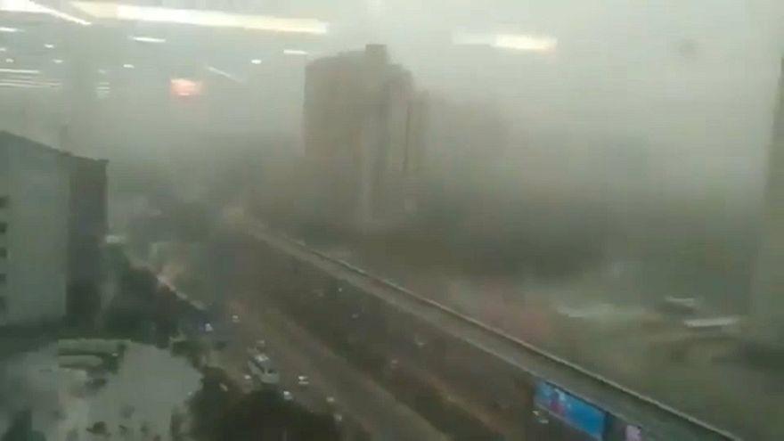 """شاهد: """"العاصفة المميتة"""" تزهق أرواح العشرات في الهند"""