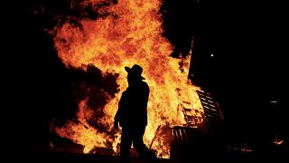 La explosión de una hoguera en una fiesta judía deja al menos 10 heridos