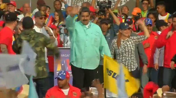"""Maduro ofrece un """"regalo"""" a quienes le voten el 20 de mayo"""